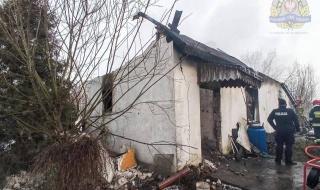 Tragiczny pożar domu w gminie Kowiesy. Strażacy ujawnili zwęglone ciało