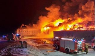 Ogromny pożar w Białej Rawskiej, płonie zakład przetwórstwa owocowego